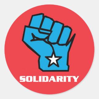 Puño de la solidaridad de Wisconsin Pegatina Redonda