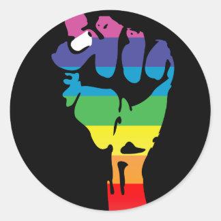 puño del arco iris pegatina redonda