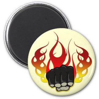 Puño del fuego imán redondo 5 cm