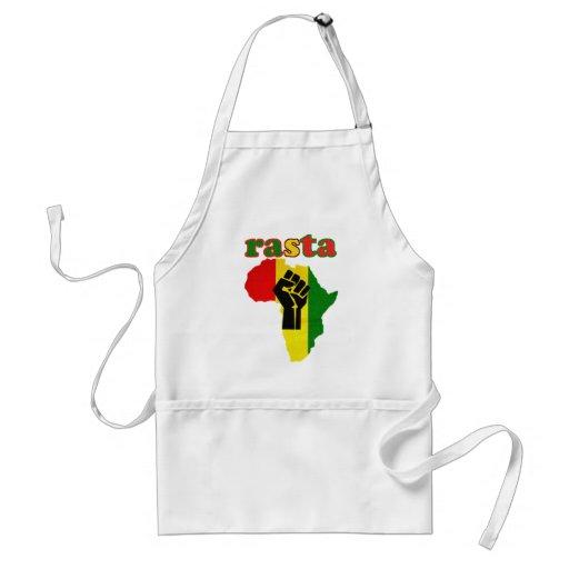 Puño del poder negro de Rasta sobre África Delantal