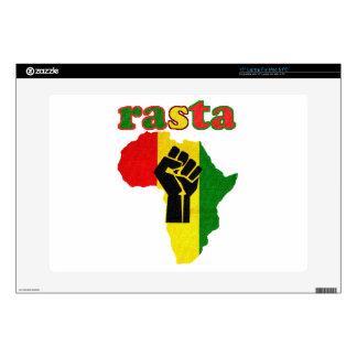 Puño del poder negro de Rasta sobre África Skins Para Portátil