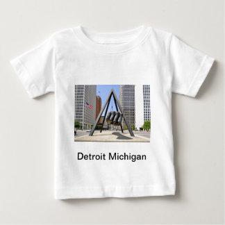 Puño negro Detroit Tshirts