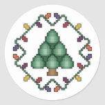 Puntada cruzada del árbol de navidad pegatina redonda