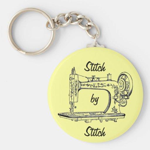 Puntada de la máquina de coser del vintage por la  llavero