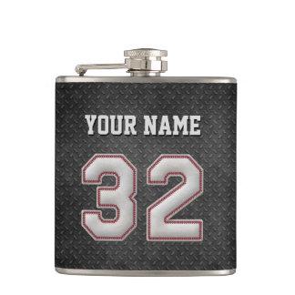 Puntadas del béisbol del número 32 con mirada negr