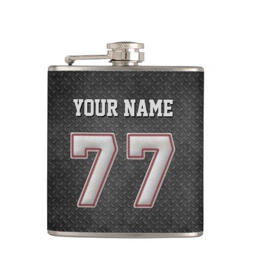 Puntadas del béisbol del número 77 con mirada petaca