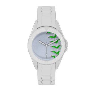 Puntadas verdes claras del béisbol del softball reloj
