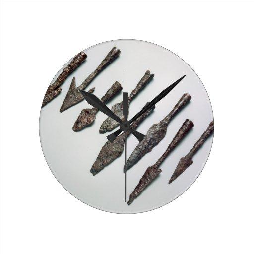 Puntas de flecha, edad de hierro (hierro) reloj redondo mediano