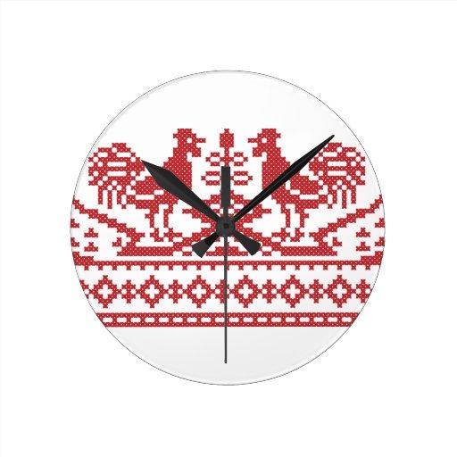 Punto de cruz rojo del gallo reloj