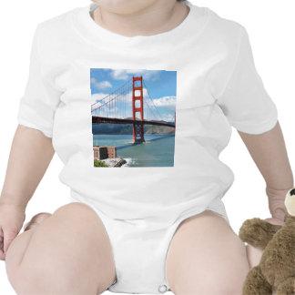 Punto de puente Golden Gate y del fuerte en San Trajes De Bebé