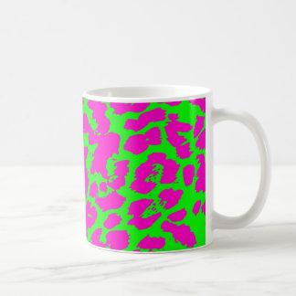 Puntos abstractos coloreados brillantes del taza clásica