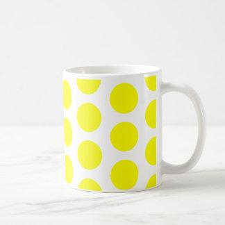 Puntos amarillos grandes taza básica blanca