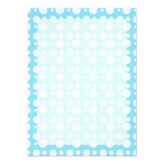 """puntos azules claros, una decoración simple, invitación 5.5"""" x 7.5"""""""