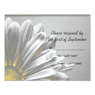 """Puntos culminantes florales amarillos que casan la invitación 4.25"""" x 5.5"""""""