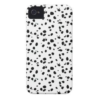 Puntos dálmatas, impresión dálmata, piel dálmata iPhone 4 Case-Mate cobertura