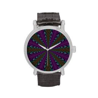Puntos de la lanza en púrpura y verde reloj de mano