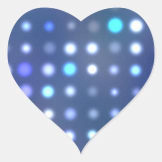 Puntos de semitono que brillan intensamente pegatina en forma de corazón