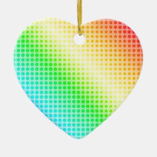 Puntos del arco iris adorno navideño de cerámica en forma de corazón