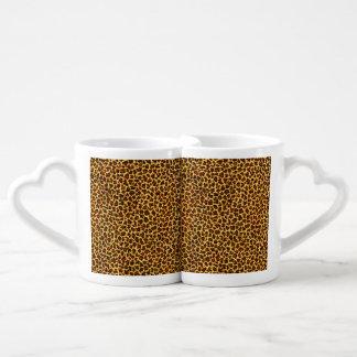 Puntos del leopardo de la mirada de la pintura al taza para enamorados