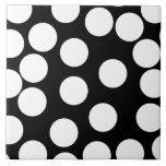Puntos grandes en blanco y negro. azulejo cerámica
