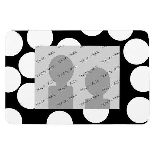 Puntos grandes en blanco y negro. imanes rectangulares