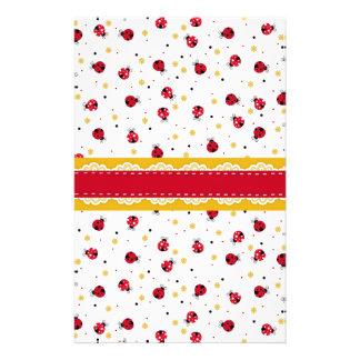 Puntos negros blancos rojos femeninos lindos de la papeleria personalizada