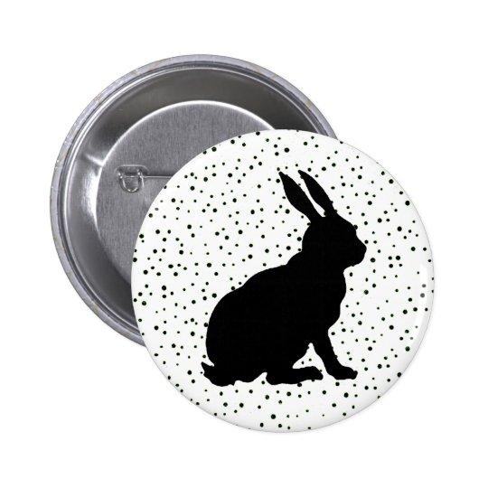 Puntos negros de la silueta del conejo pin redondo de 2 pulgadas