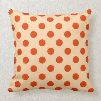 Puntos retros grandes - mandarín y naranja pálido almohada