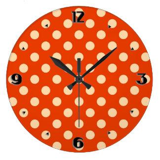 Puntos retros grandes - mandarín y naranja pálido reloj redondo grande
