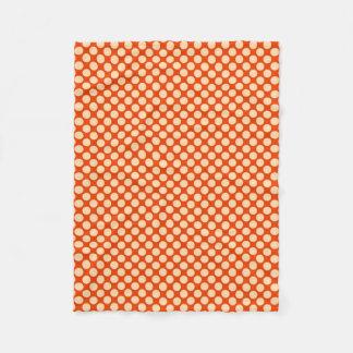 Puntos retros grandes - naranja y mandarín pálidos manta de forro polar