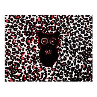 Puntos rojos y negros del leopardo con el búho tarjeta postal
