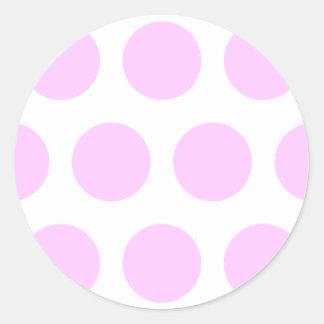 Puntos rosados de la polca pegatina redonda