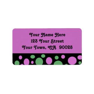 puntos rosados verdes etiquetas de dirección