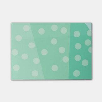 Puntos verdes y notas pegajosas de los puntos post-it® notas