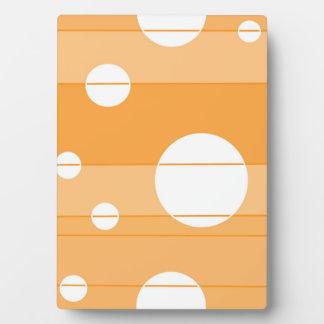 Puntos y rayas en amarillo-naranja placa