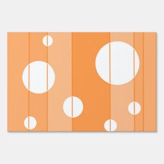 Puntos y rayas en naranja señal