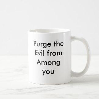 Purgue el mal entre de usted taza clásica