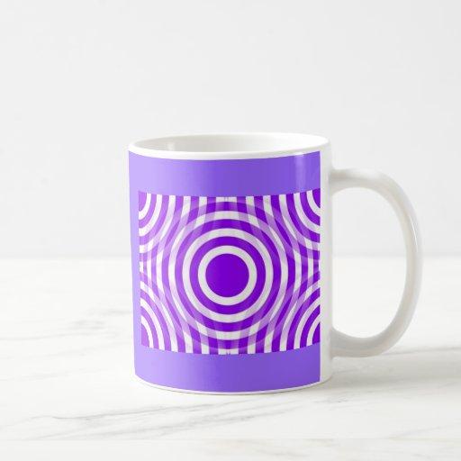 purple_and_white_interlocking_concentric_circles taza básica blanca