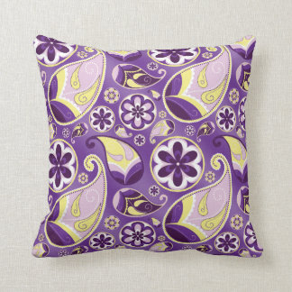 Purple Paisley Smooth Gradient Background Throw Pillow