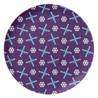Purple skis and snowflakes pattern dinner plate