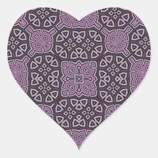 Púrpura abstracta del modelo pegatina en forma de corazón