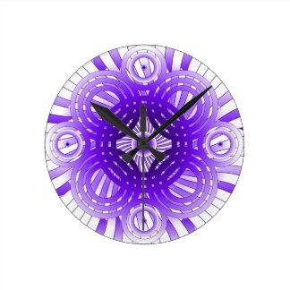 Púrpura abstracta reloj redondo mediano