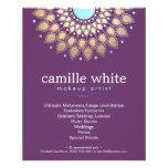 Púrpura adornada del adorno del oro elegante del a tarjeta publicitaria