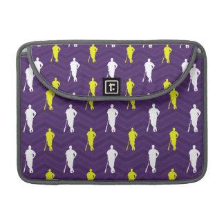 Púrpura, amarillo del oro, blanco, béisbol Chevron Fundas Macbook Pro
