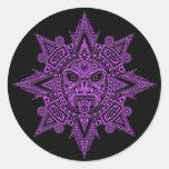 Púrpura azteca de la máscara de Sun en negro Etiqueta Redonda