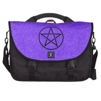 Púrpura con el bolso negro del ordenador portátil  bolsas para portatil