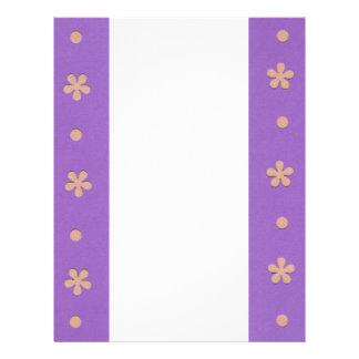 Púrpura con las flores amarillas y diseño de los plantilla de membrete