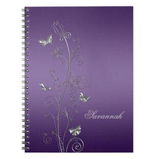Púrpura con los cuadernos florales de plata de las