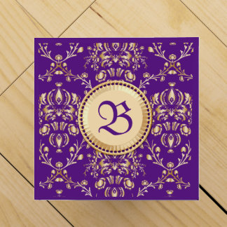 Púrpura con monograma del oro del damasco medieval caja de vino