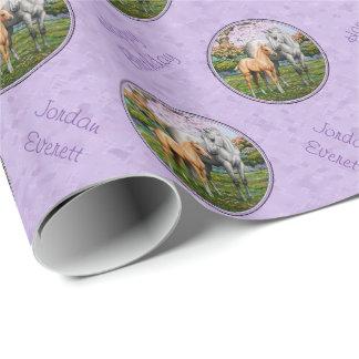 Púrpura cuarta de la yegua y del potro del caballo papel de regalo